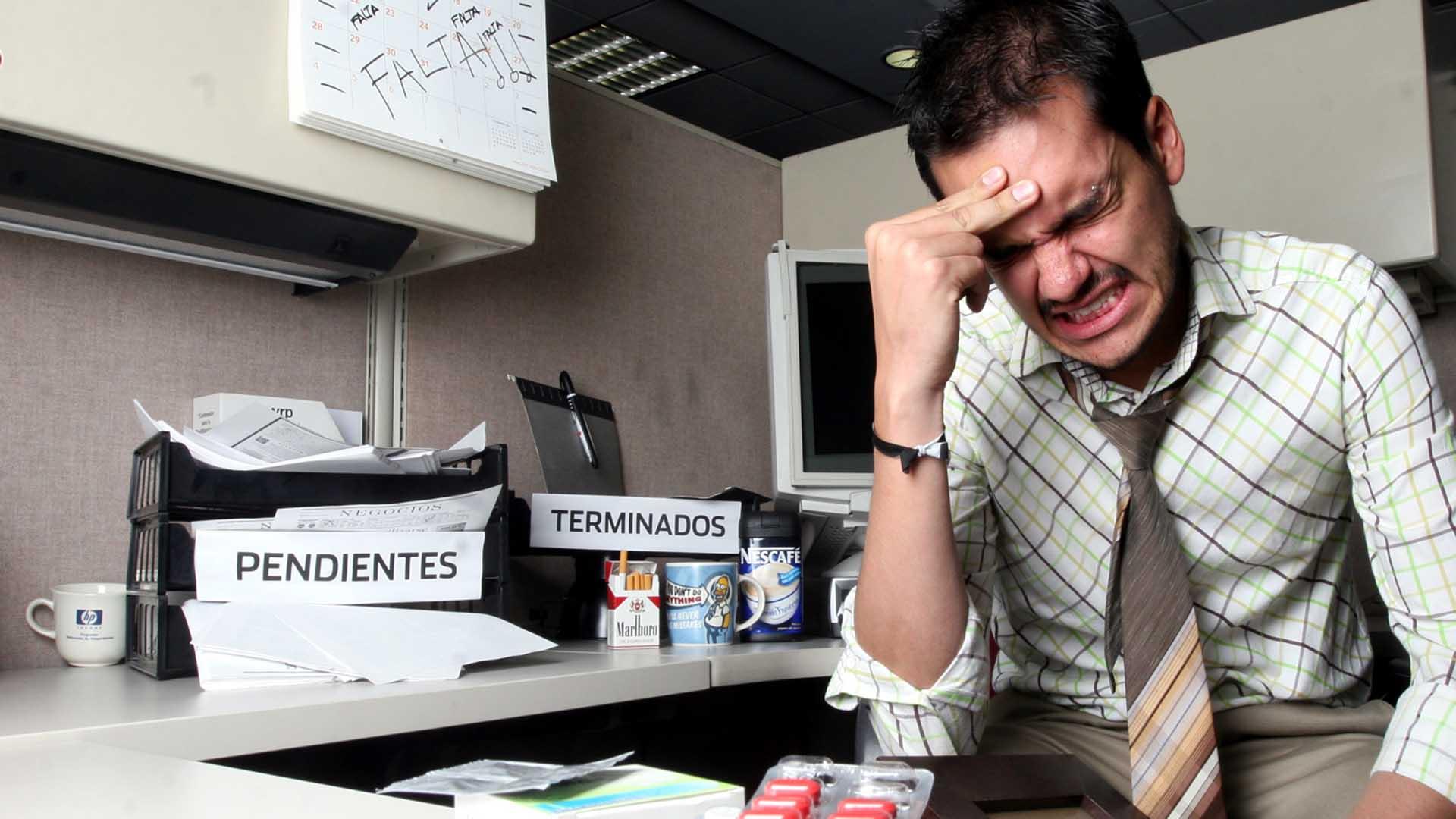 ¿Puede el estrés laboral generar adicciones?