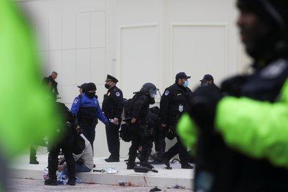 Cierran el Capitolio de Estados Unidos por alerta externa de seguridad