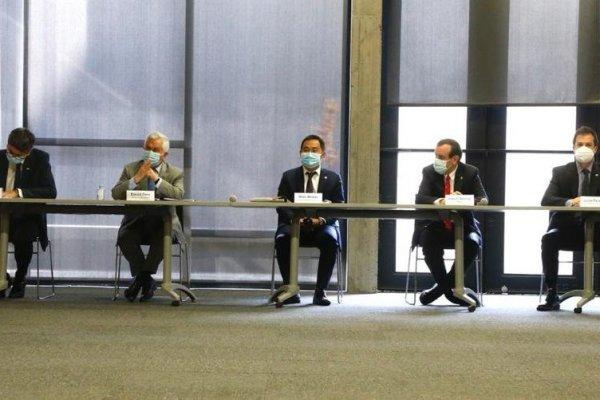 Enrique Paris se reunió con el rector Ignacio Sánchez y representantes chinos de Sinovac en la PUC.